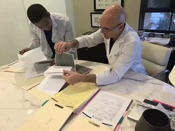 与超级医生一起工作是一种怎样的体验?
