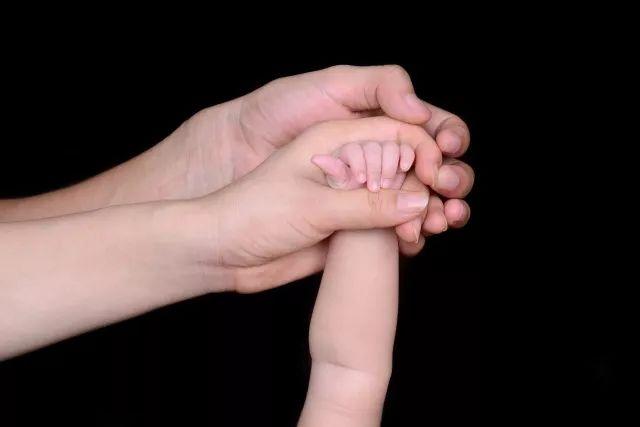 【广东可以做试管婴儿的医院】_这个试管婴儿的抚养权,为什么判给了没有血缘关系的父亲?