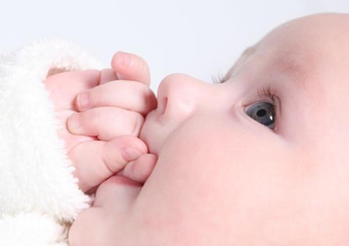 【深圳试管婴儿费用多少】_美国试管婴儿怎样做才更低风险?