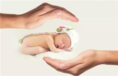 【广州试管婴儿医院】_51岁的她通过试管为34岁的丈夫生下健康宝宝!