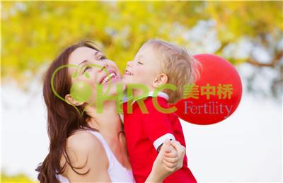 【赴泰国试管婴儿多少钱】_美国试管婴儿针对男性不育如何解决?