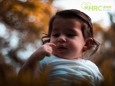【泰国能做试管婴儿吗】_美国试管婴儿应该移植多少个胚胎呢