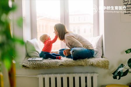 【北京试管婴儿多少钱】_美国试管婴儿冷冻胚胎移植的过程